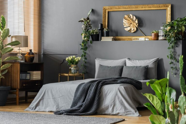 gold-and-grey-elegant-bedroom.jpg